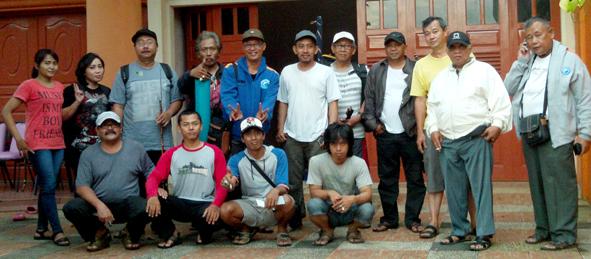 Foto bersama sebelum berangkat menuju lokasi di sekretariat MMG Jakarta