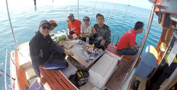Tim IMM Fishing dan Mata Pancing santai di kapal
