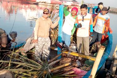 Komunitas MMC dan nelayan menanam rumpon untuk kakap putih