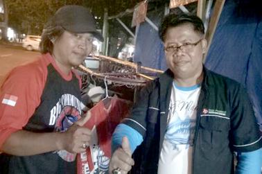 Kusmanto (kanan) bersama Kang Saman
