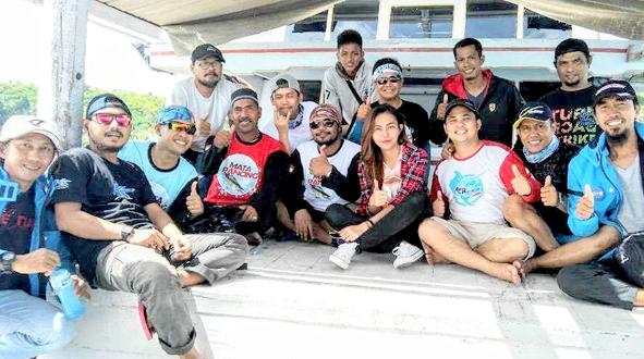 Tim Mata Pancing foto bersama dengan rekan-rekan pemancing lainnya