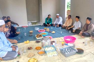 Pembacaan doa peresmian musholla Telaga Setu Sawangan