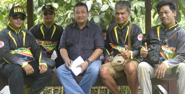 Dari kiri ke kanan : Rudi Hermawan, Roni Paparonz, kabarmancing.com, Ook Jeti Koko dan Nuron Pake Nasi