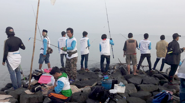 Suasana turnamen mancing kakap putih di PPN Kejawanan Kota Cirebon