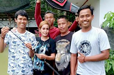 Foto bareng dengan pemancing Jambi