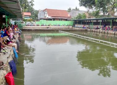 Kolam A dipakai untuk lomba dan mancing harian